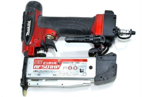 マキタ 高圧ピンタッカを買取ました。高圧釘打ちは需要も高く高価買取可能です。