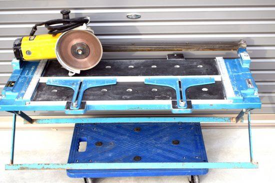 石井の電動タイルカッターという工具を買取ました。メンテ後の状態でなく粉塵だらけでも買取可能ですよ。